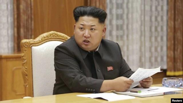 Lãnh tụ Bắc Triều Tiên Kim Jong Un phát biểu tại một cuộc họp khẩn với Ban Quân ủy Trung ương ở Bình Nhưỡng.
