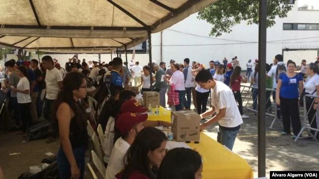 Miles de venezolanos votaron en el plebiscito de la oposición el domingo 16 de julio de 2017. Foto: Álvaro Algarra.