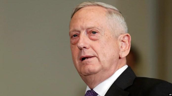 El secretario de Defensa de EE.UU., Jim Mattis, realiza una visita no anunciada a Irak.