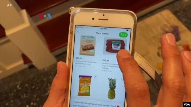 Di tengah kekhawatiran COVID-19 banyak warga AS beralih memenuhi kebutuhan dapur lewat berbagai jasa layanan belanja supermarket, seperti Instacart, FreshDirect, dan lain-lain (foto: ilustrasi).