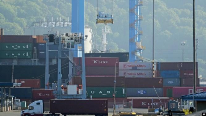 Hàng nhập khẩu tại cảng Tacoma, bang Washington.