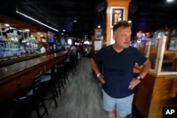 Pemilik restoran The Brown Jug, Perry Porikos, di Ann Arbor, Michigan (AP Photo/Paul Sancya)