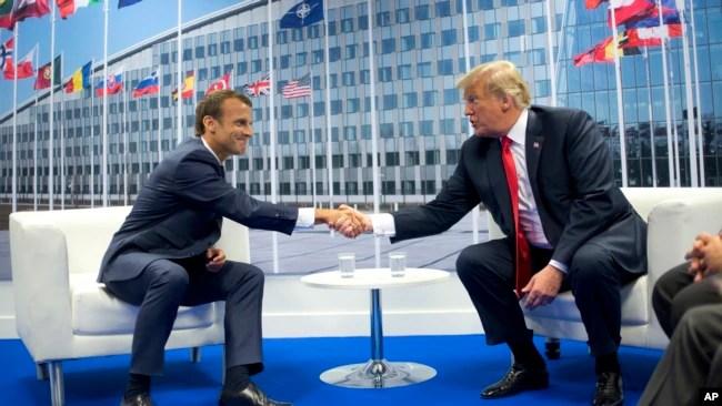 El presidente de Francia, Emmanuel Macron, y el presidente de EE.UU., Donald Trump, se reunieron al margen de la cumbre de OTAN en Bruselas el miércoles, 11 de julio de 2018.