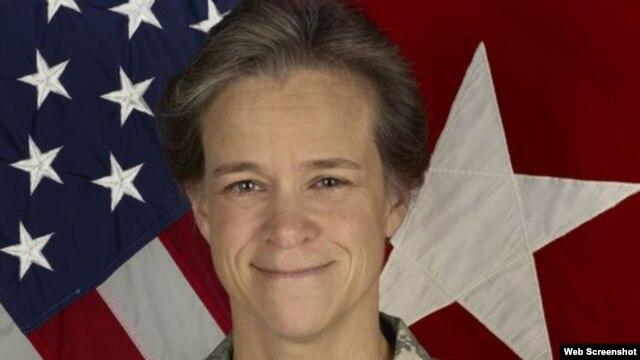 La general de brigada,  Diana Holland, es la primera mujer nombrada Comandante de Cadetes de la prestigiosa Academia Militar de West Point.