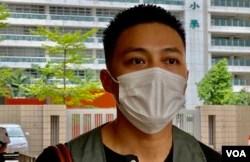 香港民主派初选47人案其中一名获准保释的被告、前东区区议员李予信9月23日到西九龙裁判法院应讯 (美国之音/汤惠芸)
