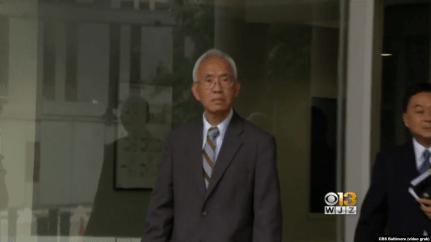 Ông Nghia Hoang Pho rời tòa án liên bang ở thánh phố Baltimore, bang Maryland, ngày 25 tháng 9, 2018, trong một hình ảnh trích từ video của đài CBS Baltimore.