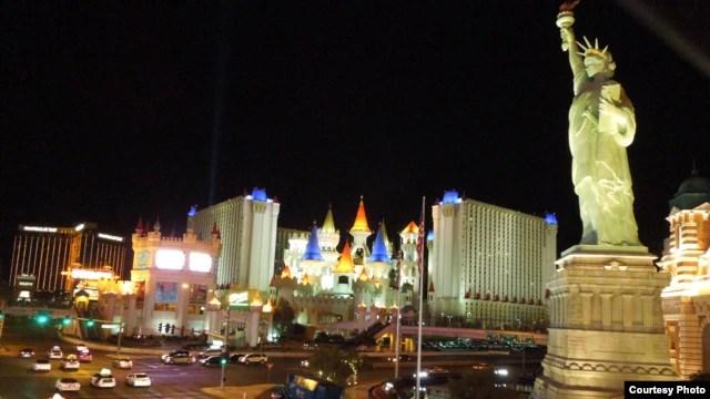 H03: Las Vegas về đêm (ảnh Bùi Văn Phú)