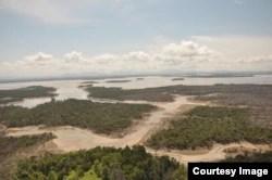 Danau Sentarum di Kalimantan mengalami kekeringan ketika kemarau panjang (foto courtesy: Hermanto).