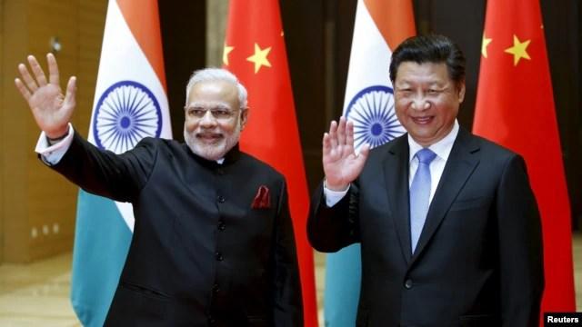 Thủ tướng Ấn Độ và Chủ tịch Trung Quốc trong một cuộc gặp hồi tháng Năm năm nay. Các nhà quan sát cho rằng động thái khẳng định quyền hoạt động thương mại của Ấn Độ ở biển Đông có thể là một dấu hiệu cho thấy ông Modi đã sẵn sàng cùng với Mỹ và các nước ở châu Á – Thái Bình Dương kiềm chế tham vọng lãnh hải của Trung Quốc.