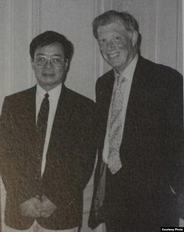 """国际人权组织""""人权观察""""的创办人伯恩斯坦与吴弘达"""