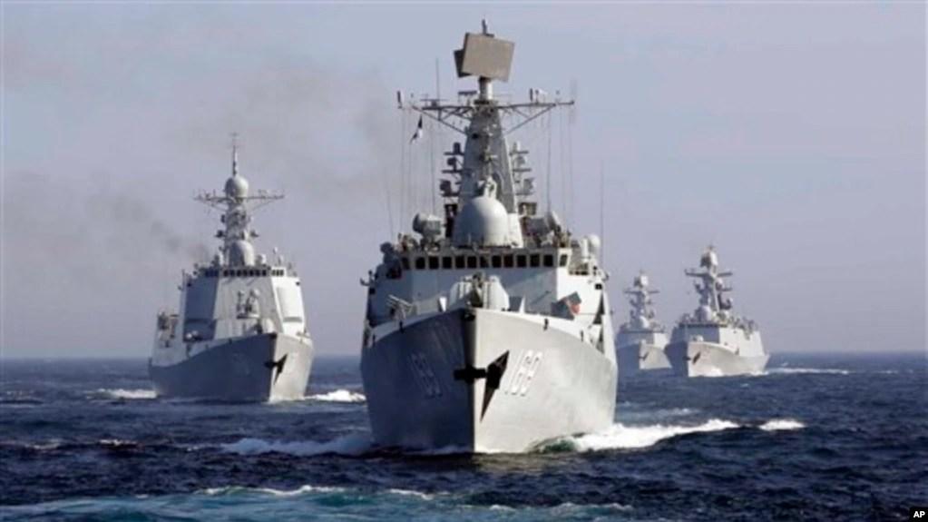 Khu trục hạm Wuhan của Trung Quốc dẫn đầu đội tàu hải quân tham gia cuộc tập trận chung với Nga ở Biển Nhật Bản tháng 7/2013