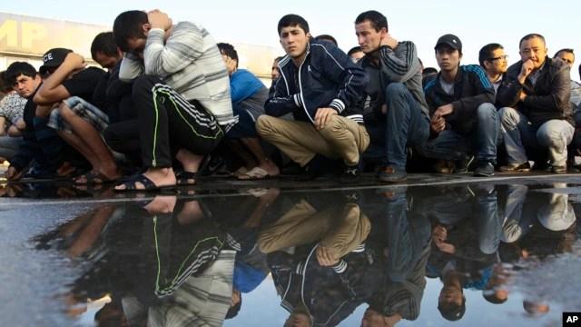 Chiến dịch truy quét người nhập cư trái phép tại Nga dẫn tới việc bắt hơn 1,000 người thuộc nhiều quốc tịch khác nhau.