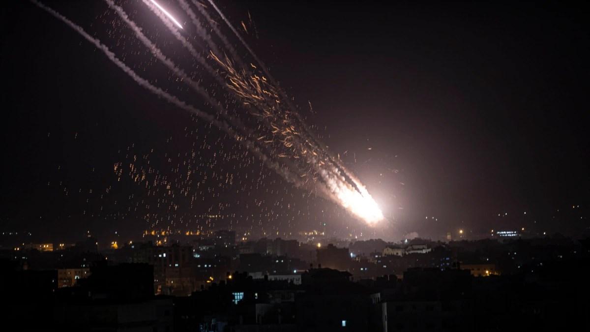 Balas Kekerasan Israel, Hamas Tembakkan Puluhan Roket