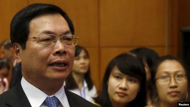 Cựu Bộ trưởng Công thương Vũ Huy Hoàng, vừa rời chức vụ cách đây 2 tháng, đã bị chất vấn về việc đưa con trai là Vũ Quang Hải vào các vị trí lãnh đạo trong bộ và trong doanh nghiệp nhà nước.