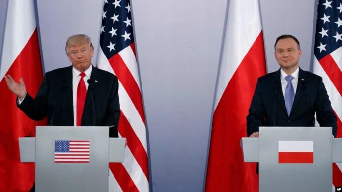 El presidente Trump junto a su homólogo polaco, Andrzej Duda, durante una conferencia de prensa en Varsovia.