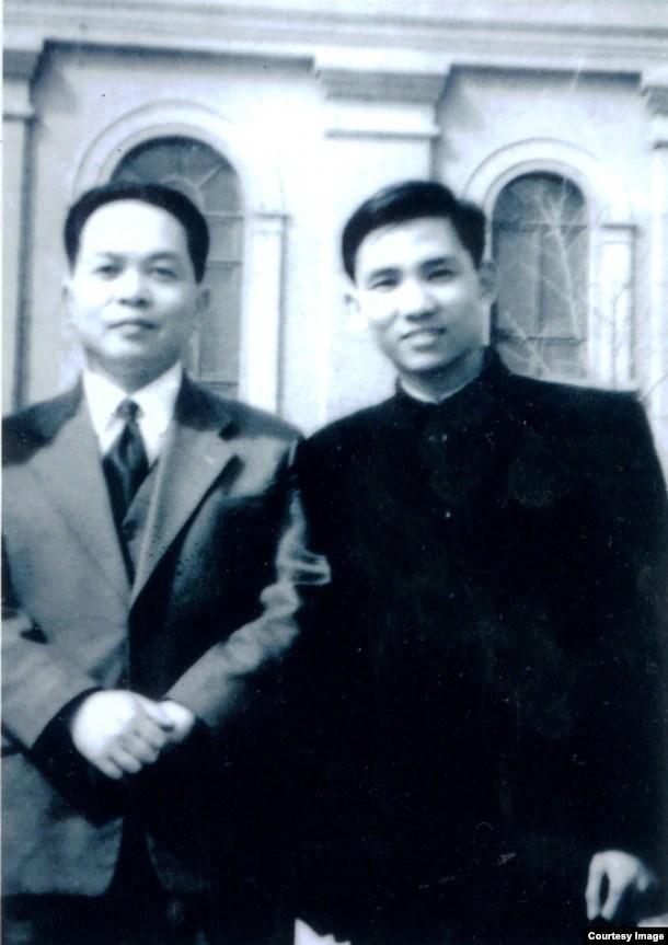 Đại tướng Võ Nguyên Giáp và Đại tá Đoàn Sự sau cuộc gặp với Mao Trạch Đông tại Bắc Kinh năm 1958. Ảnh do Đại tá Đoàn Sự cung cấp.