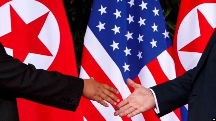 Tổng thống Mỹ Donald Trump nói thỏa thuận vừa đạt được với Bắc Hàn sẽ 'có lợi' cho Trung Quốc và ông sẽ mời Bắc Kinh tham gia trong các cuộc thảo luận tiếp theo.