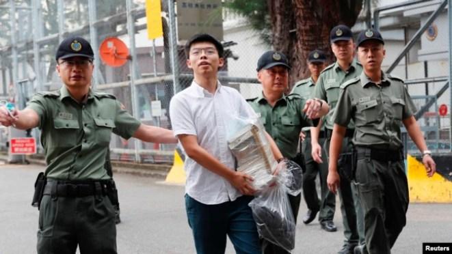 Anh Joshua Wong ra tù hôm 17/6 và tham gia ngay vào các cuộc biểu tình.