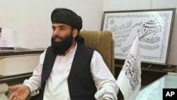طالبان رہنما سہیل شاہین کی ایک فائل تصویر۔ یہ تصویر 2001ء میں اس وقت لی گئی تھی جب وہ طالبان کے پاکستان میں نائب سفیر کے طور پر خدمات انجام دے رہے تھے۔
