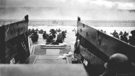 Binh sĩ Mỹ đổ bộ xuống bãi biển Omaha, ngày 6 tháng 6, 1944.