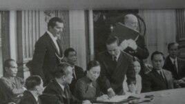 Bộ Trưởng Nguyễn Thị Bình ký hiệp định.