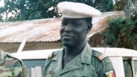 Ảnh cố Đại úy Mbaye Diagne, 'Không súng, không vũ khí, chỉ được vũ trang bằng lòng can đảm và ý thức trách nhiệm, đã cứu hàng trăm – và có lẽ hàng ngàn - người Rwanda trong cuộc diệt chủng năm 1994..'