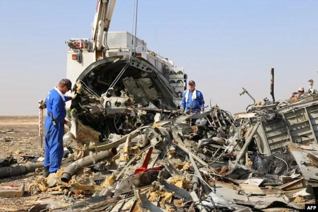 Hiện trường nơi máy bay Nga bị rơi trên bán đảo Sinai của Ai Cập hồi tháng trước.