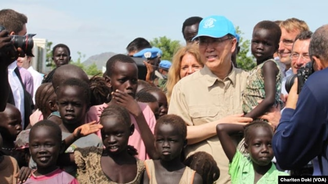 UN Secretary General Ban Ki-moon holds a child as he visits a UN compound in Juba on May 6, 2014, where thousands of people displaced by five months of fighting have sought shelter. The hair of many of the children is beginning to turn red, a sign of maln