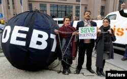 FILE - Demonstrators who want to drop the debt levels of Pakistan a