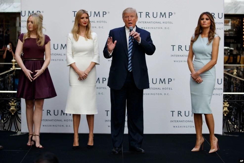 川普的家人都支持川普,川普一家为华盛顿新开张的川普国际酒店剪彩。这家豪华宾馆与白宫都在宾夕法尼亚大道上。