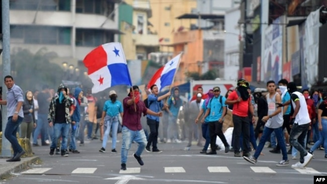 Los manifestantes en Panamá el 30 de octubre de 2019 furon en su mayoría jóvenes.