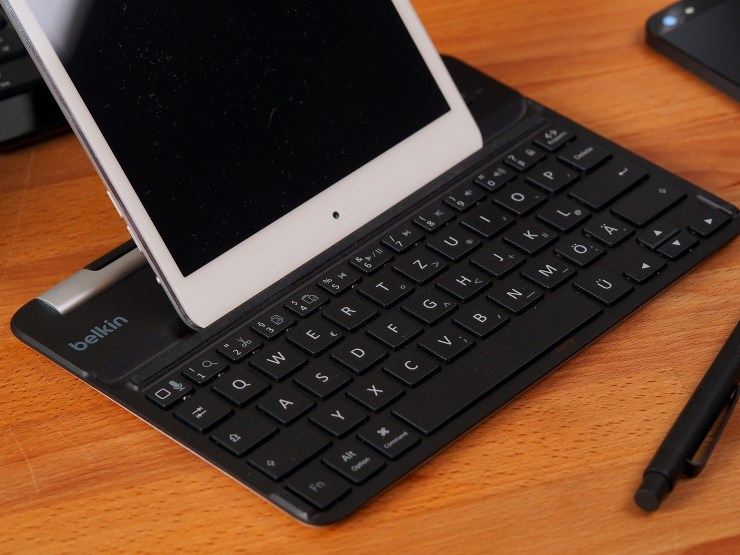 Belkin-FastFit-Bluetooth-Tastaturhülle-für-iPad-mini-11