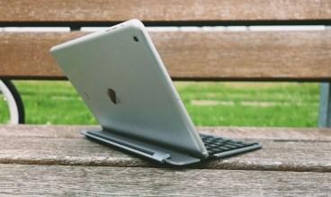 QODE-Thin-Type-Tastaturhülle-für-das-iPad-Air-25