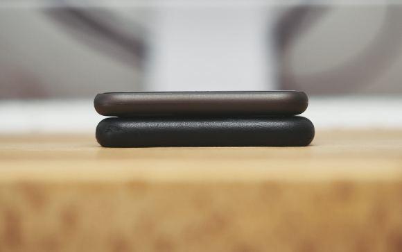 peel super thin iphone case P4071134