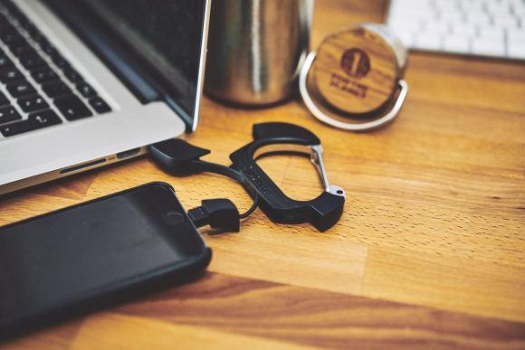 Nomadclip Lightning To USB Karabiner Clip _DSC0043