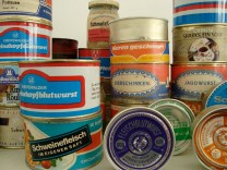 Canned meats as part of an exhibit on shopping the GDR (photo: F. Peters).