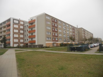 An apartment block from WK 8, the last to be built during GDR times and still in largely the same condition as it would've been in 1989 (photo: author).