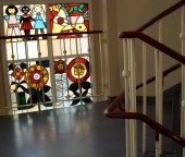 Stained glass by Walter Womacka from 1950s in stairwell of the Documentation Centre (photo: F. Peters).
