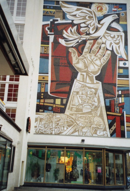Walter Womacka's mosaic on the Lindenallee (photo: author)