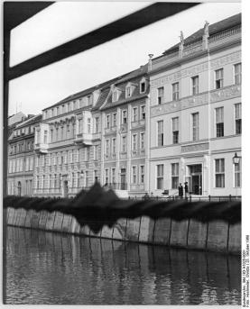 """Photo of newly opened Ermerler House in October 1969 as taken by East German press agency ADN: """"A jewel of Old Berlin has remerged at the foot of 21 story apartment blocks with the opening of Ermeler House on Märkischer Ufer. The building houses a wine restaurant, cafe and bar is the new gastronomic jewel of our capital city."""" (photo: Bundesarchiv 183-h1025-0001)."""