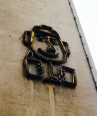 """""""Beer Head"""", neon sign adjacent to site of GDR-era Hungarian restaurant in the Arthur-Hoffmann-Strasse, 1999 (photo: author)."""