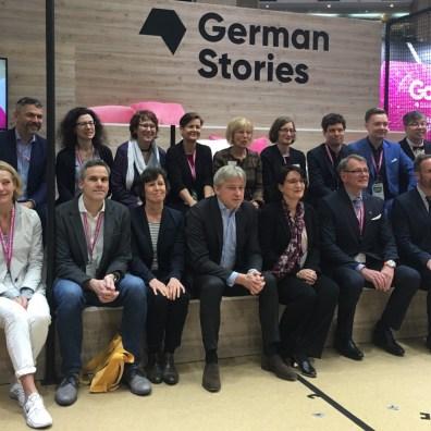 與來台參加2019台北國際書展的13位德國作家合影