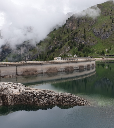 Dolomity - Lago di Fedaia