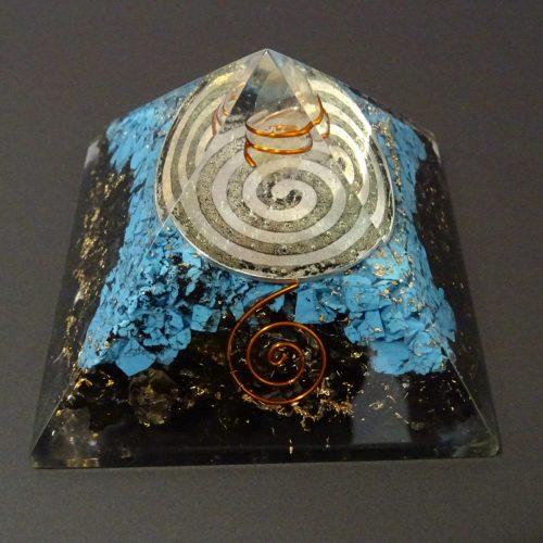 Piramide Orgonite con spirale