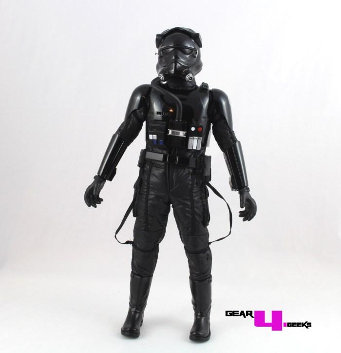 star-wars-force-awakens-first-order-tie-pilot-hot-toys-5