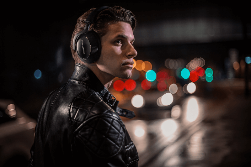 Bowers & Wilkins PX7 Carbon Edition headphones deliver above and beyond