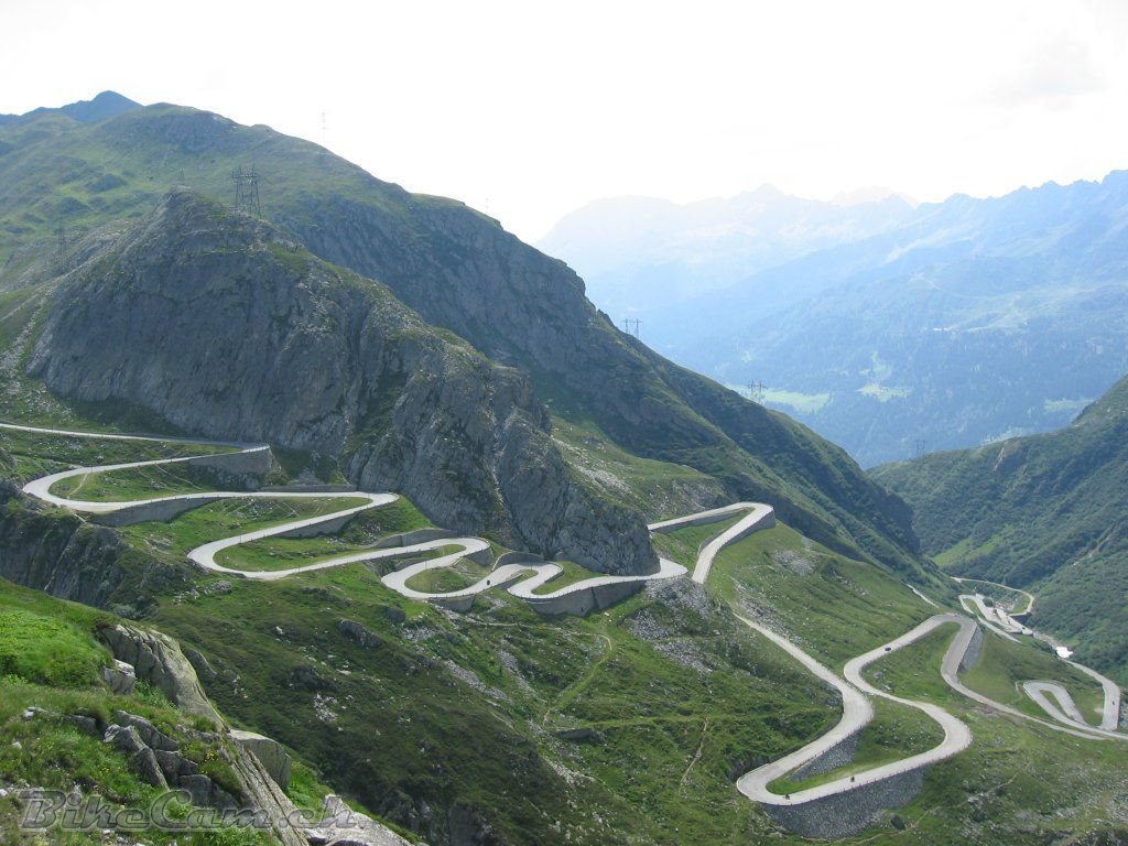 The Ten Highest Elevation Roads in the World 12