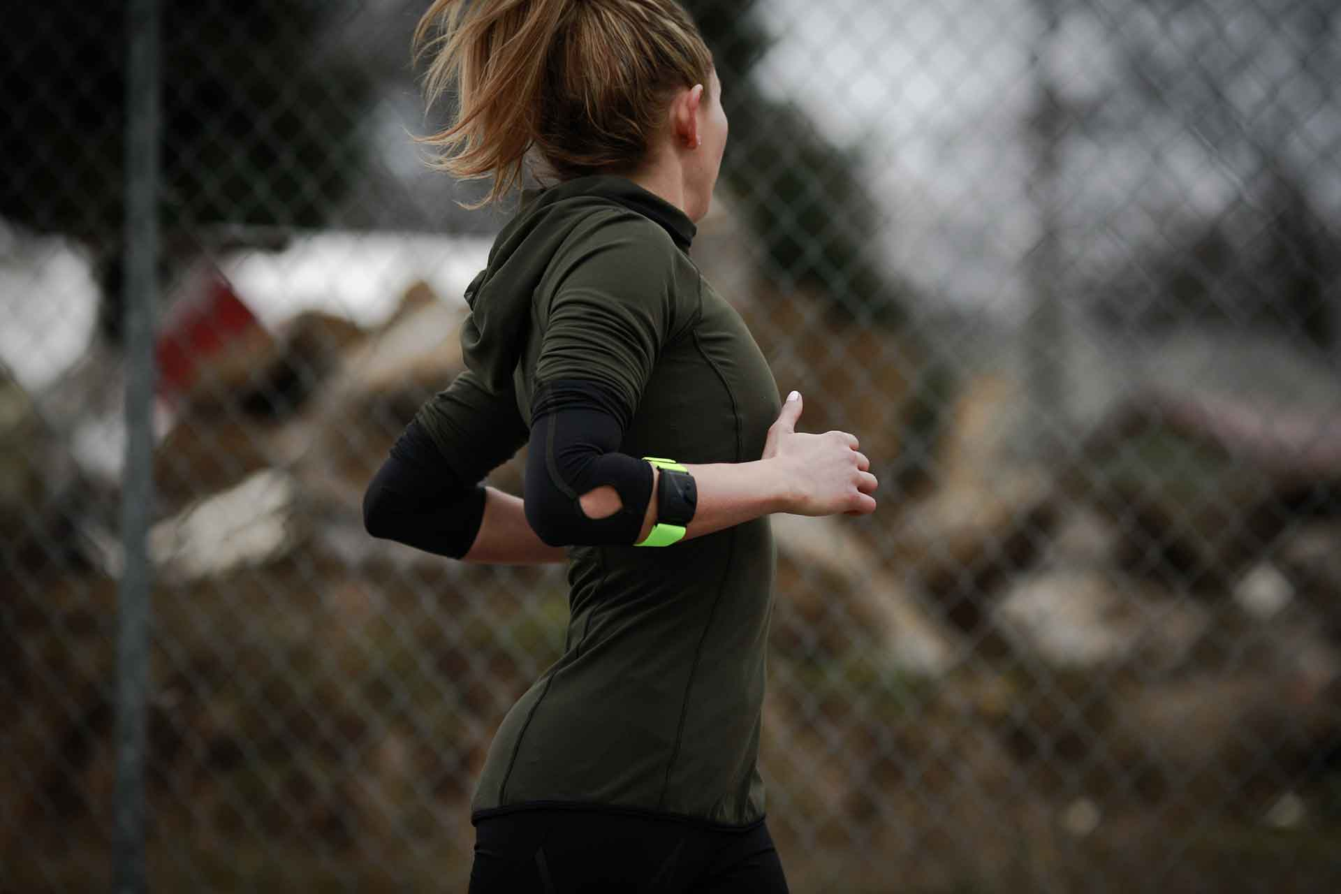Scosche's New Rhythm24 Armband Measures Heart Rate on Land and in the Water 6