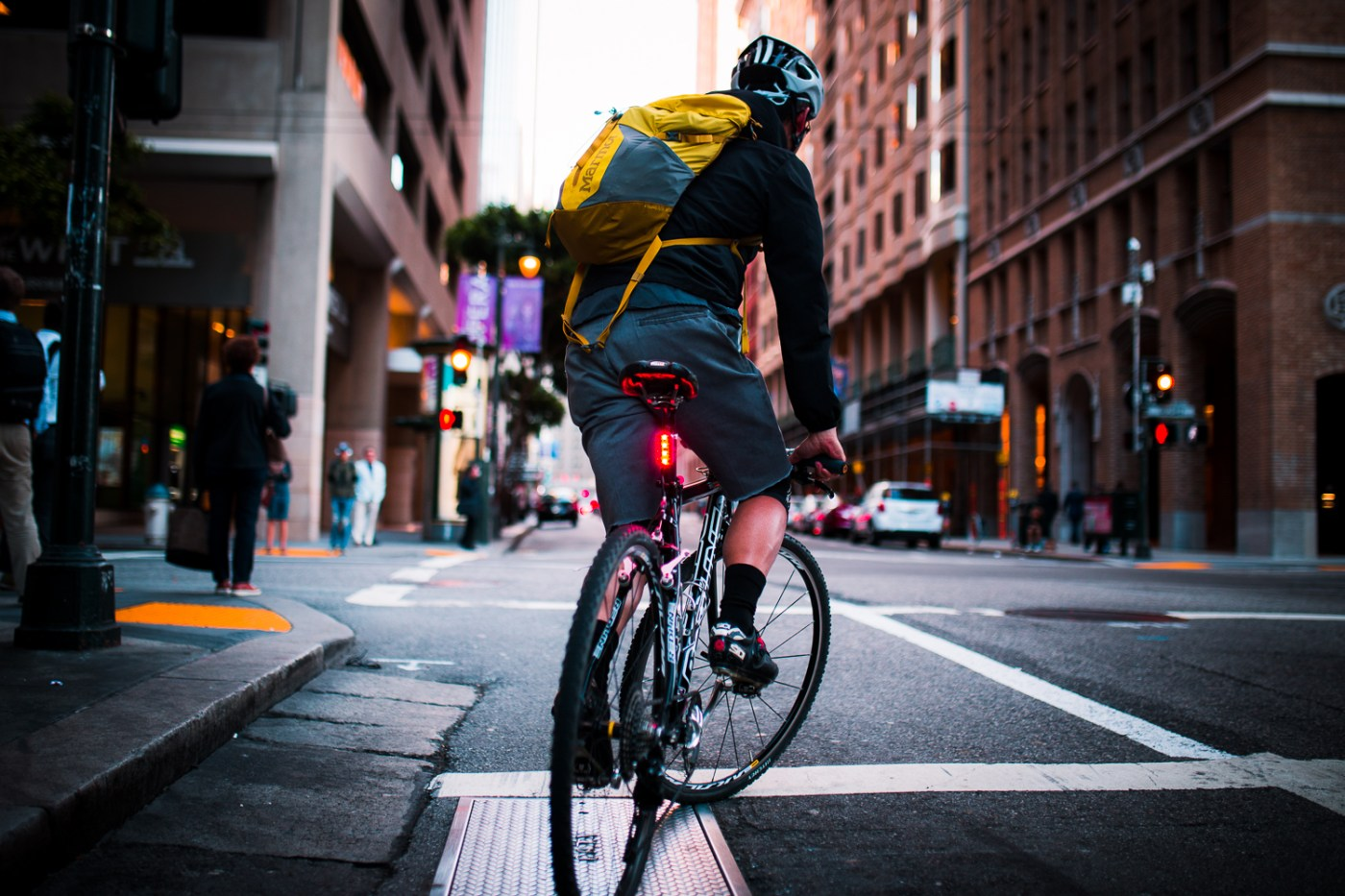 Lucnt SRL1 is a Smart Bike Light That Lets People Know When You're Slowing Down 3