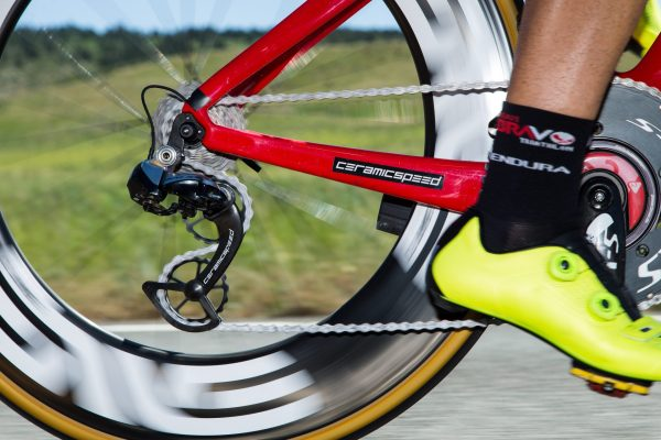 What's Up with the Oversize Rear Derailleur Pulleys Pros are Using in the Tour de France? 18